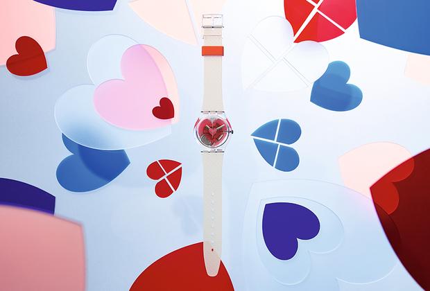 Лимитированный выпуск часов в специальной подарочной коробке украшают сразу три сердечка — чтобы она все поняла наверняка.