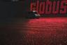 Огромную пустую парковку у магазина Globus Сурнов рисовал с натуры из окна машины. В реальности там находятся не неоновые трубки, а не очень яркие светодиоды. Однако художнику хотелось добавить в невзрачный пейзаж цвета, поэтому он выбрал отражение красного на черном.