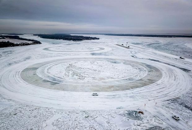 Отдаленный регион, являющийся одним из самых холодных в мире, привлекает производителей электромобилей — из-за условий он идеально подходит для тестов. Здесь, посреди ледяной пустоши, инженеры принимают решения о будущем развитии и прогрессе.