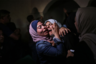 Палестинская журналистка Мариам Абу Дакка Абу Фархана освещала артиллерийский обстрел в городе Хан-Юнис в южном секторе Газа, когда узнала, что ее 31-летний брат Мохаммед Абу Фархана был убит во время этой атаки. С 30 мая 2018 года палестинские протестующие постоянно проводят демонстрации на границе с Израилем. Они требуют возвращения земель, которые им пришлось покинуть после появления этого государства. С тех пор 233 протестующих были убиты снайперами, 21 тысяча — ранены.