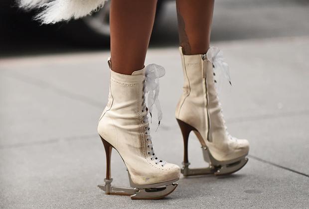 Американские фигуристки в последнее десятилетие потерялись за спинами россиянок и японок. Это не мешает американкам любить фигурное катание в себе. Гостья шоу Phillip Lim в обуви от Dsquared.