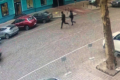 Украинцы обокрали человека и попытались скрыться в полиции
