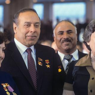 Гейдар Алиев (второй слева)