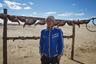 Рыбак Алламыс рыбачит каждый день. В 2005 году в самом узком месте Арала, на острове Кокарал, власти Казахстана построили плотину. Впервые люди перекрыли целое море. Плотина отделила и спасла малую часть Арала в Казахстане. Малый Арал наполнился водой и подошел к рыбацким поселкам. В крошечном водоеме снова появилась рыба. Остальная, большая часть моря, доставшаяся Узбекистану,  высохла окончательно: Кокаральская плотина перекрыла единственный источник воды.