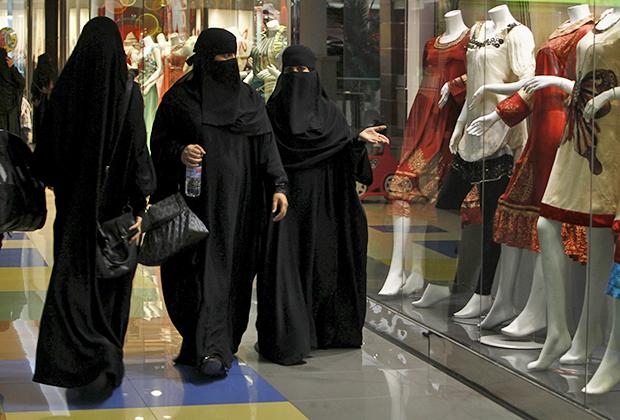 Группы одетых в черное женщин, у которых зачастую видны одни глаза, — привычное зрелище для универмагов Harrod's в Лондоне и Galeries Lafayette в Париже.