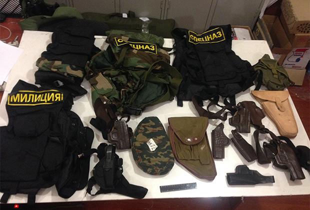 Форма сотрудников милиции, изъятая в подмосковном тайнике (июль 2015 года)