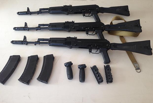 Оружие, изъятое в тайнике на заброшенной ферме под Владикавказом (19 ноября 2015 года)