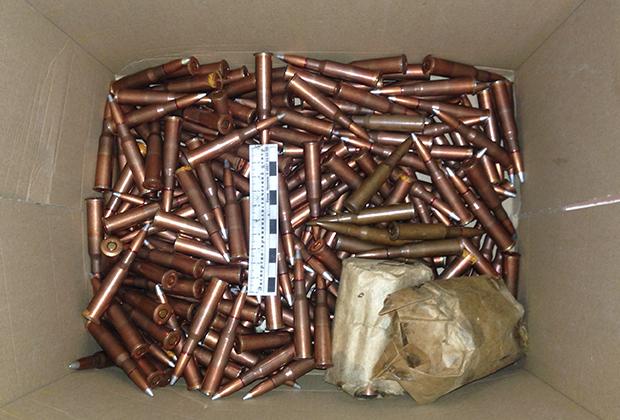 Боеприпасы и снаряжение, изъятые в подмосковном тайнике (июль 2015 года)
