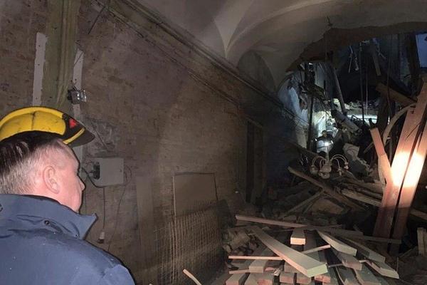 Момент обрушения в петербургском университете попал на видео