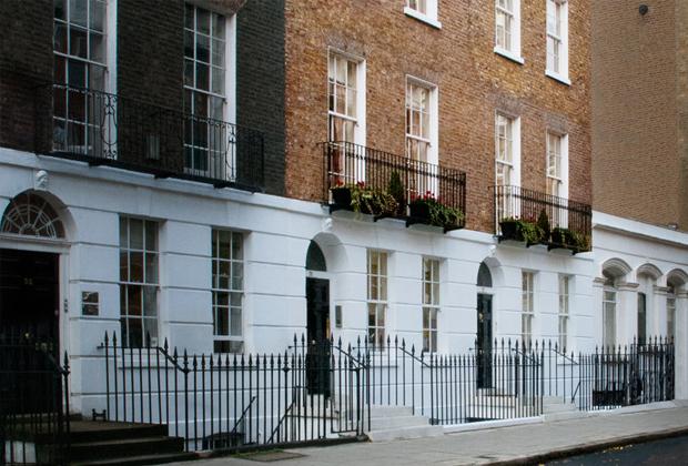Особняк Фитцрой-хаус в Лондоне —городская резиденция Хаббарда в британский период истории церкви сайентологии.