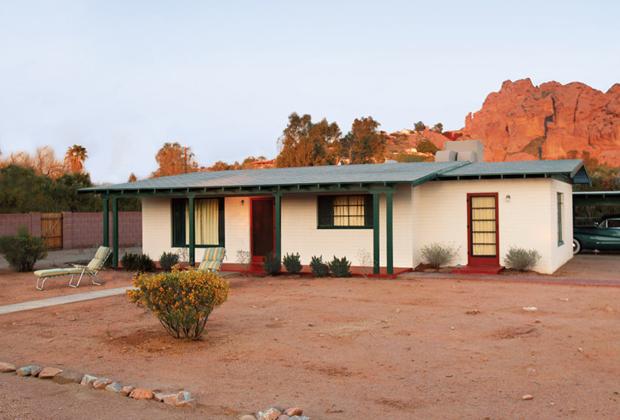 В этом доме в пригороде Финикса, штат Аризона, была организована церковь сайентологии. Здание первое время играло роль штаб-квартиры новой религии.
