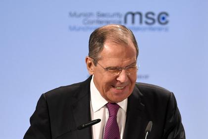 Лавров пошутил обизоляции России
