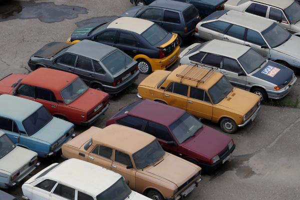 В Госдуме опровергли планы запретить россиянам без гаража покупать машины