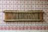 Деревянное бёрдо— приспособление для станка, через которое пропускаются нити. На бёрдо идет сосна или ель, потому что они хорошо расщепляются. Местные мастерицы считают, что старые станки самые лучшие— гладкие и удобные.