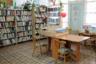 Библиотека в Ошевенске, в которой работает основательница кружка по ткачеству Екатерина Березина. Сейчас в школе 60 учеников.