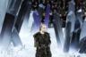 С каждым годом показы Chanel, сценографией которых занимался Лагерфельд, все больше походили на масштабные театрализованные шоу, подчиненные какой-то единой теме. Показ сезона осень-зима 2012/2013 напоминал сказку о путешествии в страну драгоценных камней.