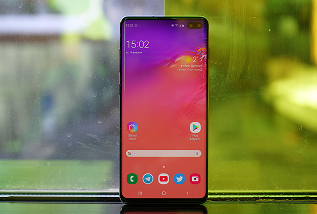 Samsung GalaxyS10+ получил двойную камеру в углу экрана