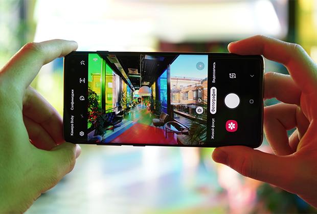 Samsung GalaxyS10 получил дополнительную камеру с широким углом обзора