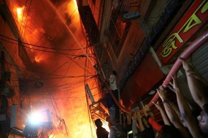 Видео ифото пожара вБангладеш— Люди полыхали живьем