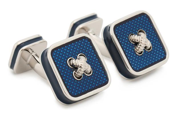 Элегантные запонки в сарториальном стиле идеально дополнят строгий синий костюм или кашемировый блейзер.