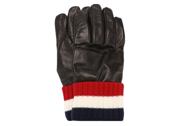 Модель в стиле sport casual особенно актуальна в холодную погоду ранней российской весны, так что подарок наверняка окажется полезным.