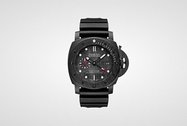 Часы в массивном 47-миллиметровом корпусе выпущены в честь итальянской яхтенной команды Luna Rossa, которая выступит на знаменитой гонке America's Cup под руководством Массимильяно Макса Сирены. Мечта коллекционеров, эти часы оснащены автоматическим калибром P.9010/GMT с балансом из сплава Glucydur.