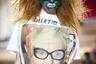 «Мы продали душу ради потребления» — гласит надпись, которую держит в руках Вивьен Вествуд на мини-платье Vivienne Westwood. Королева панка решила тряхнуть стариной и превратила свой показ в настоящий политический митинг. Такое возможно только в Лондоне!