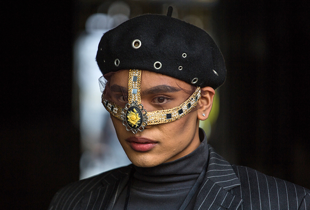 Кто сказал, что берет и вуаль —это банально? Гости недели моды доказывают, что даже самые классические решения могут заиграть по-новому, если подойти к делу креативно.