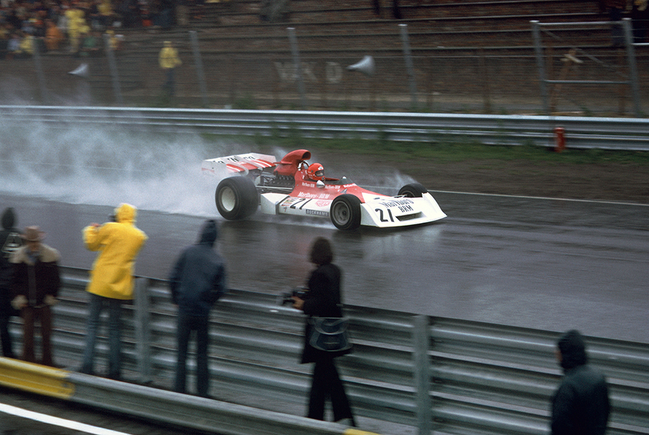 С приходом в Ferrari началась эпоха побед Лауды. В сентябре 1975 года, после 11-летнего перерыва, Ferrari вновь выиграла «Формулу-1».