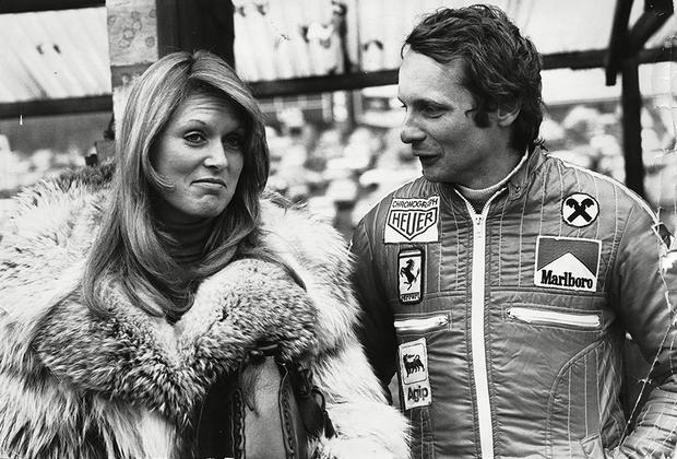 После первых побед в «Формуле-1» Лауде уже не нужно было брать кредиты для участия в гонках. Он молод, богат и пользуется бешеной популярностью у женщин.