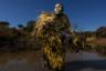 Номинант на звание «Фотография года». Петронелла Чигумбура, женщина из «Акашинга» («Храбрецы») — боевого отряда, защищающего Зимбабве от браконьеров, истребляющих слонов и носорогов. Отряд сформирован из женщин, по разным причинам отвергнутых зимбабвийским обществом. В батальоне состоят девушки, подвергшиеся сексуальному насилию, брошенные мужем или лишенные родительских прав. Теперь они занимаются защитой природы с автоматом в руках.