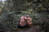 71-летний Йохен и 21-летний Мохамед (имя изменено) познакомились, когда молодой человек работал проституткой. Йохен влюбился, после чего мужчины начали встречаться.  <br> <br> В Германии проституция легализована. В последние годы ряды секс-работников пополнились мигрантами. Пока беженцы ждут своих документов, им не разрешается работать на законных основаниях или посещать школу. Некоторые подрабатывают проститутками. <br> <br> Тиргартен, большой парк в центре Берлина, является популярным местом встреч для секс-работников мужского пола с пожилыми клиентами. Работа «Черные Птицы» претендует на победу в категории «Портреты».
