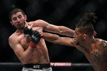Победную серию российского бойца UFC прервали судейским решением