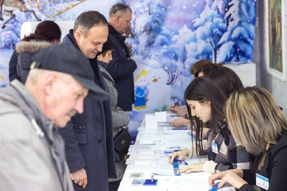 Молдавские власти и оппозиция обвинили друг друга в подкупе избирателей