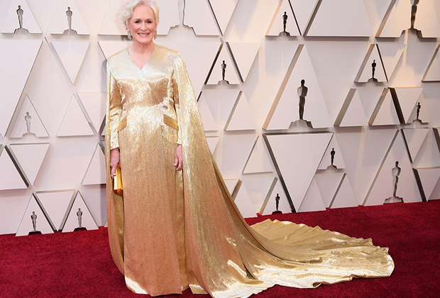 Матриарх голливудского (да в общем и мирового) кинематографа Гленн Клоуз номинировалась на «Оскар» (за главную роль в фильме «Жена») в седьмой раз и уже должна была бы его наконец получить. Великая актриса подготовилась к триумфальной минуте на все сто процентов: ее золотой наряд со шлейфом Carolina Herrera by Wes Gordon смотрелся бы на сцене и гармонировал бы с золотой статуэткой просто идеально. К сожалению, минуты славы так и не случилось: «Оскар» за лучшую женскую роль ушел к Оливии Колман.