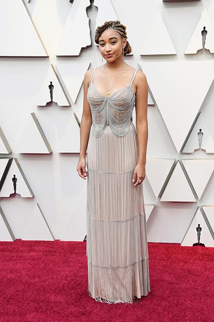 Актриса Амандла Стенберг (известная своей ролью в фильме «Голодные игры») выбрала платье Miu Miu с бахромой в стиле 1930-х годов.
