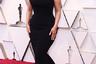 Популярная плюс-сайз модель Эшли Грэм скрыла пышный бюст (и подчеркнула не менее пышные бедра) «русалочьим» платьем Zac Posen.