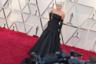Леди Гага в своем практически готическом наряде Alexander McQueen с открытыми плечами и стилизованными фижмами не только блистала на красной дорожке и получила статуэтку за лучшую песню (композиция Shallow из фильма «Звезда родилась»), но и спела ее со сцены дуэтом с Брэдли Купером, режиссером картины. Грудь певицы украшало сногсшибательное колье с 128-каратным желтым бриллиантом Tiffany & Co. (Леди Гага — друг марки, как и кинозвезда Одри Хэпберн, которая в свое время тоже выходила на публику в этой драгоценности).