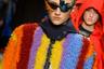 Китайская дизайнер Энджел Чэнь училась в Лондоне, где, вероятно, приобрела любовь к оригинальным цветовым сочетаниями и экстравагантной подаче своих идей. Впрочем, и прическу-«пальму», и очки с птичьими перьями зрители уже видели, и не раз.