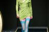 Кислотные цвета, соблазнительные колготки напоказ, «раскосые» очки: 1990-е, очевидно, вспоминает не только Анна Молинари из Blumarine, но и Донателла Версаче. Правда, у последней девяностые больше «секси», чем «рейв».