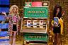 Машина времени в исполнении Moschino. Джереми Скотт воссоздал вокруг подиума атмосферу американского телешоу Price is Right, популярного в 1970-80-е годы: игровые автоматы, Ferrari 512 TR и модели в париках.