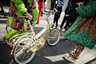 Волшебники прилетают на голубых вертолетах, а поклонники Дольче и Габбаны приезжают на их показы на золотых велосипедах.