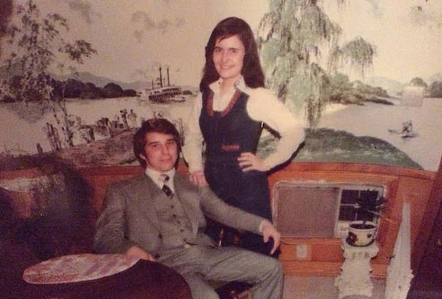 Ким Деникола с другом Рикки в 1977 году