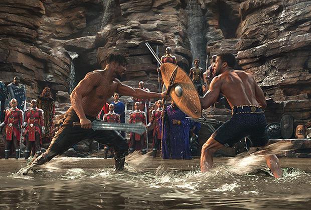 В бою с Н'Джадакой Т'Чалла использует зулусский щит умбумбулузо с длинной вертикальной рукояткой, которую можно использовать и как оружие, и как короткое копье ассегай (илква). Что касается Н'Джадаки, то его тело покрыто шрамами по числу убитых им врагов. Традиция наносить шрамы воинам также характерна для многих племен Африки.