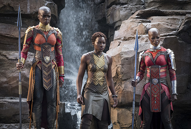 Придумывая костюмы для воинов Доры Миладже, Картер изучала доспехи разных народов мира. За африканскую эстетику отвечал красный цвет и декор.
