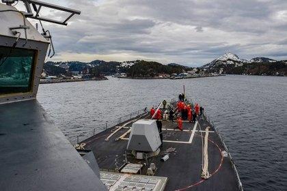 За американским эсминцем в Балтийском море установили слежку