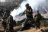 Индийские военные у обломков упавшего вертолета