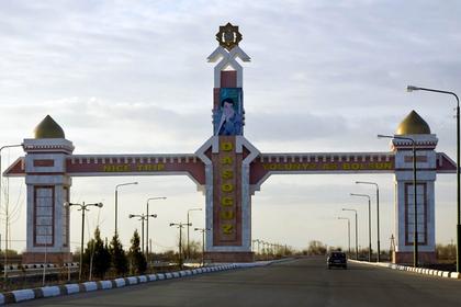 Жителей туркменского города лишат темных машин из-за президента