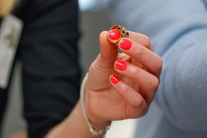 Невеста обиделась на подаренное женихом кольцо и прослыла алчной