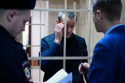 С жен и друзей полковника Захарченко взыщут полмиллиарда рублей